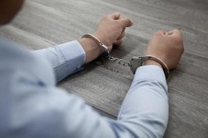 男子火车上偷5部手机被刑拘,盗窃多少金额可以判刑