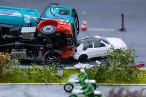 交通事故逃逸对孩子政审是否有影响