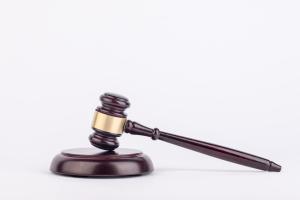 合同可以请求人民法院判决解除吗