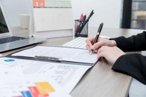 公司签订合同需要注意哪些事项
