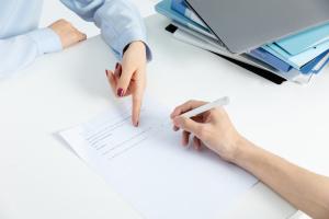 购买合同不是自己签的有效么
